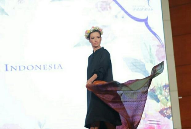 Batik Coreta Louise-Tomohon International Flower Festival 2018-1_620x420px