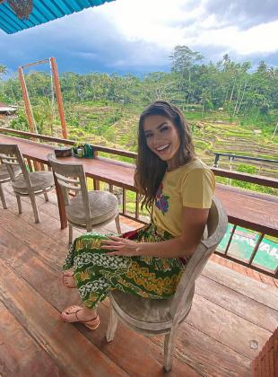 Karolina Kokesova-Miss Global 2019-Royal Court-Batik Coreta Louise-11_310x420px